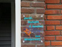 Naambordjes voor bij de voordeur
